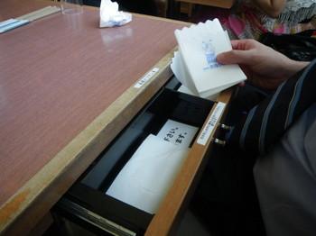 矢場とん机.JPG